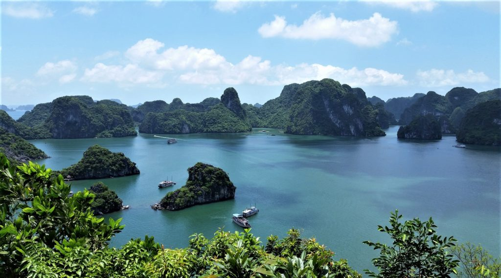 halong bay in vietnam tour breve